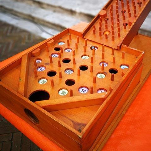 noleggio villaggio dei giochi in legno per bambini per feste di paese ed eventi