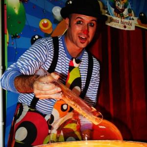spettacolo bolle di sapone feste di compleanni bambini arezzo siena firenze